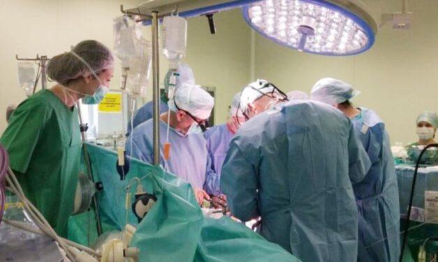 Premieră în România: Adolescent cu malformaţie cardiacă gravă, salvat printr-un transplant de hemogrefă pulmonară