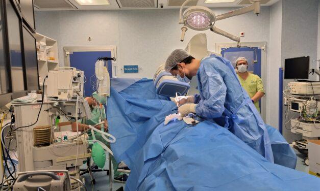 Premieră medicală la București: un pacient cu o aritmie ereditară rară a primit un defibrilator automat, complet extracardiac